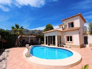 Chalet de 3 habitaciones en Beniarbeig en venta con piscina - 280.000 € (Ref: 4624017)