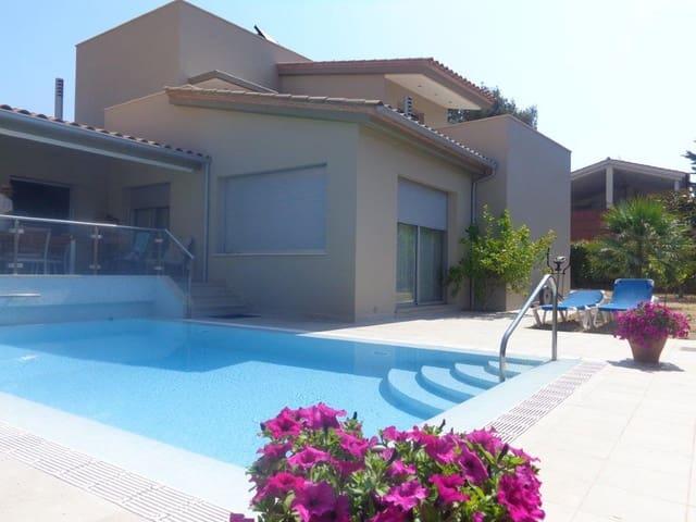 3 soveværelse Villa til salg i S'Agaro med swimmingpool - € 850.000 (Ref: 4725526)
