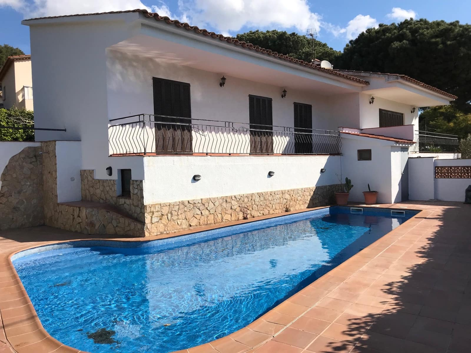 4 bedroom Villa for sale in S'Agaro with pool - € 475,000 (Ref: 4725580)