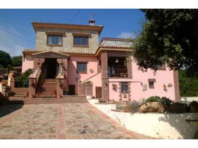 9 bedroom Villa for sale in Tarifa with pool garage - € 515,000 (Ref: 3100900)