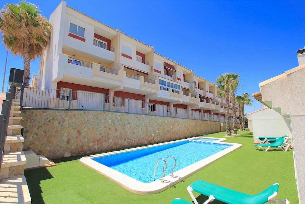 Casa de 4 habitaciones en Benijófar en venta - 176.000 € (Ref: 4035610)