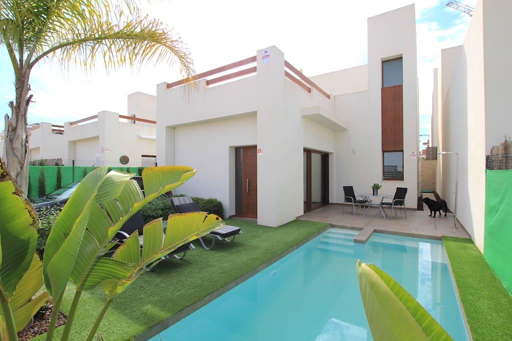 Chalet de 3 habitaciones en Benijófar en venta con piscina - 249.900 € (Ref: 4557628)
