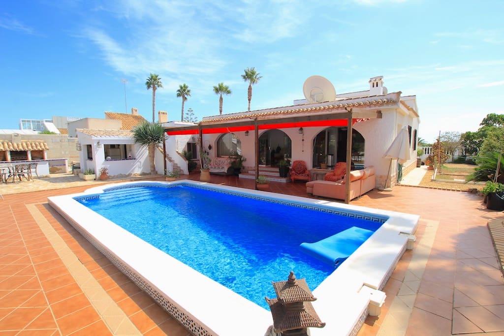 Chalet de 3 habitaciones en Playa Flamenca en venta con piscina - 525.000 € (Ref: 4920554)
