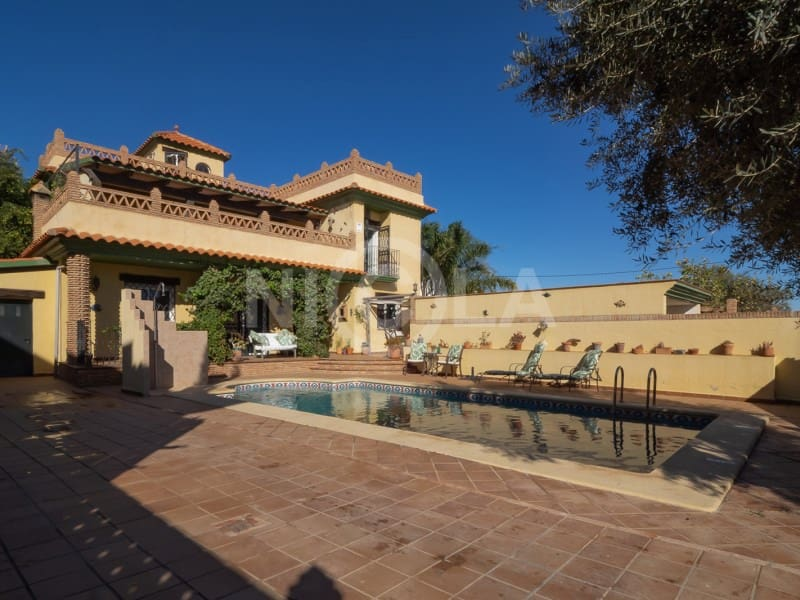 5 bedroom Villa for sale in Cuevas del Almanzora with pool garage - € 349,000 (Ref: 5903306)