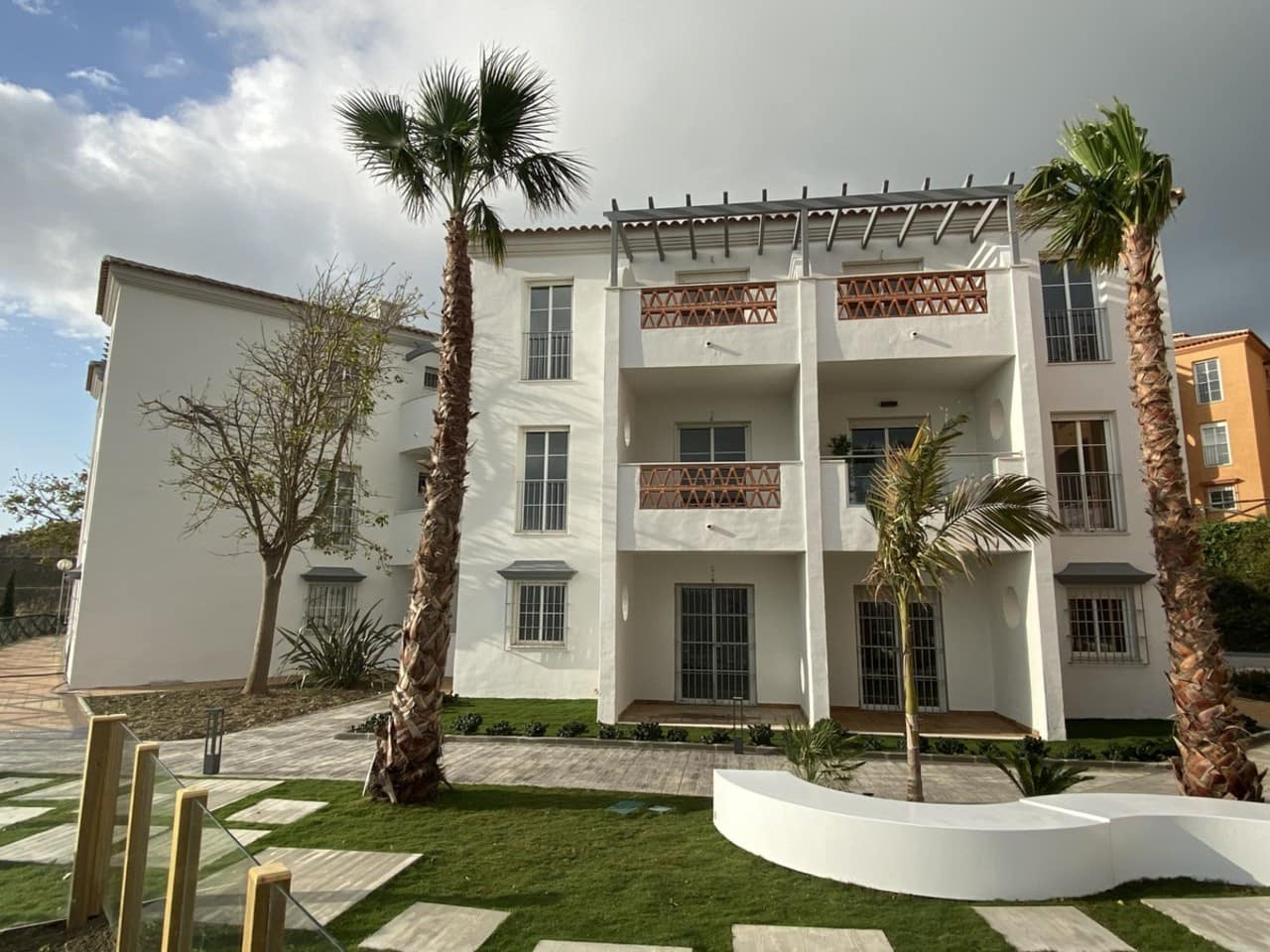 2 bedroom Apartment for sale in Manilva with pool - € 99,900 (Ref: 5158819)