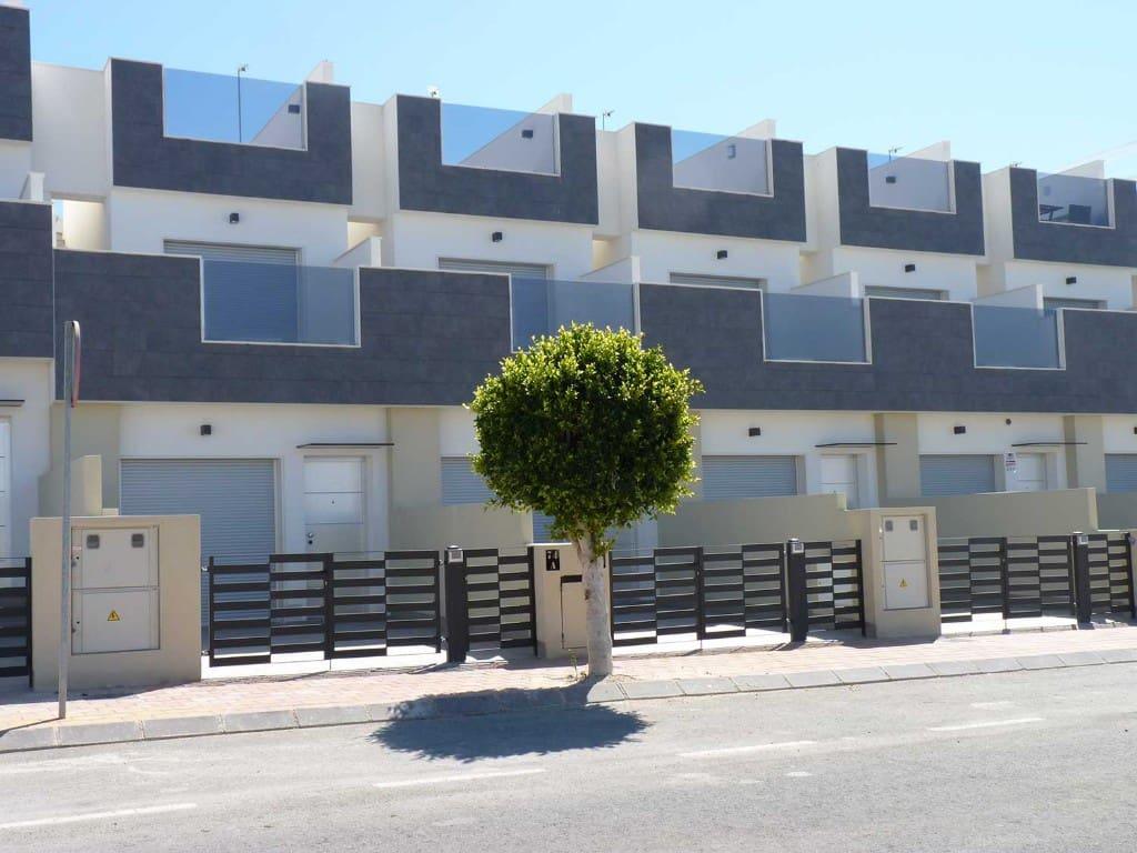 Casa de 3 habitaciones en Pilar de la Horadada en venta con garaje - 230.000 € (Ref: 4518395)
