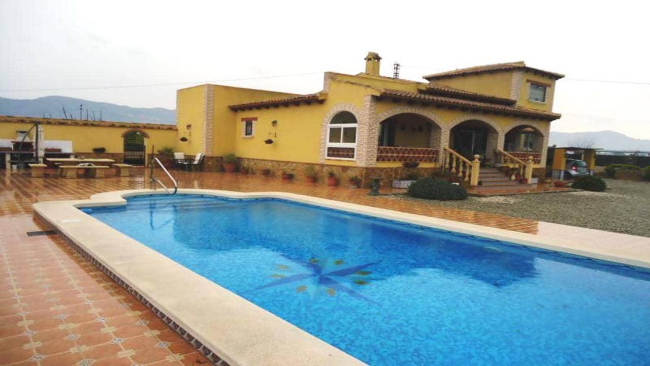 Chalet de 4 habitaciones en Orihuela en venta con piscina - 249.995 € (Ref: 4950629)