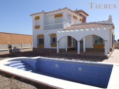 4 bedroom Villa for sale in Almayate with pool garage - € 500,000 (Ref: 3163306)