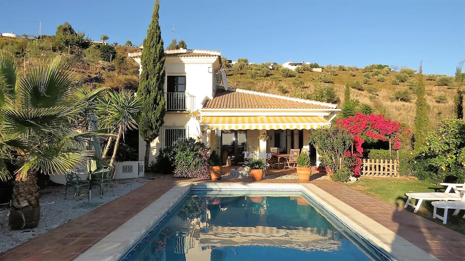 6 bedroom Business for sale in Sayalonga with pool garage - € 399,000 (Ref: 3240850)