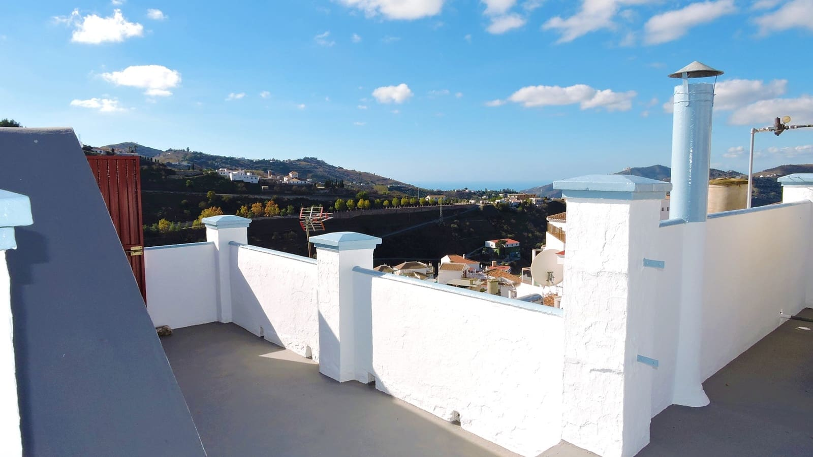 6 bedroom Business for sale in Competa - € 212,000 (Ref: 3658503)