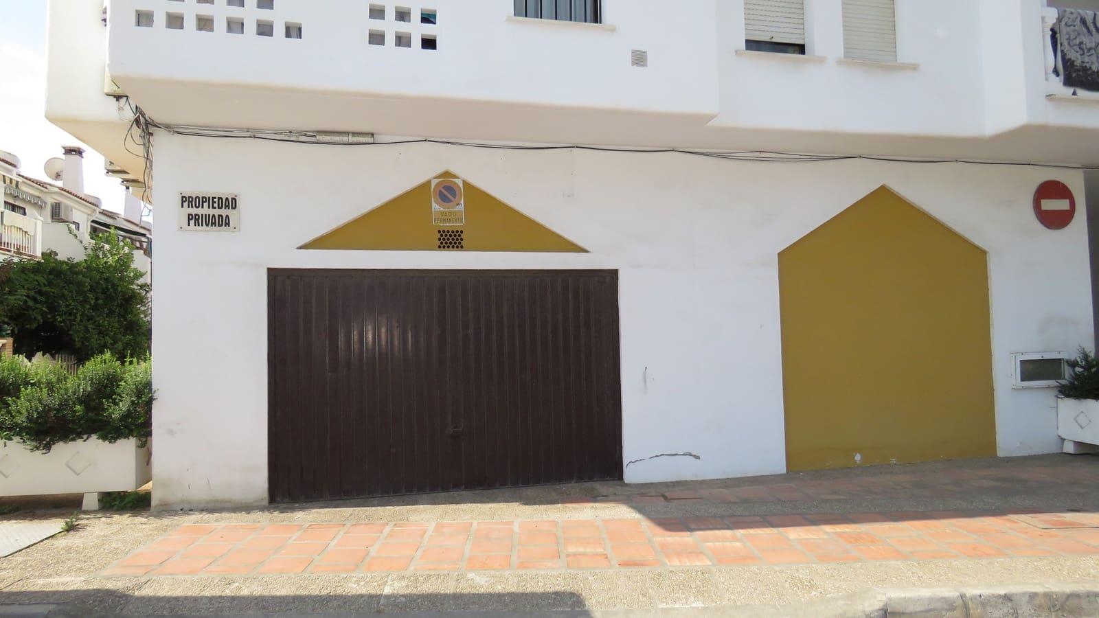 Business for sale in Algarrobo with garage - € 126,000 (Ref: 4099104)