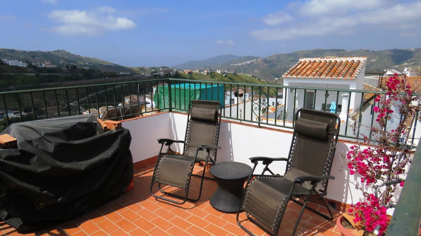 5 bedroom Business for sale in Competa - € 169,000 (Ref: 4605919)