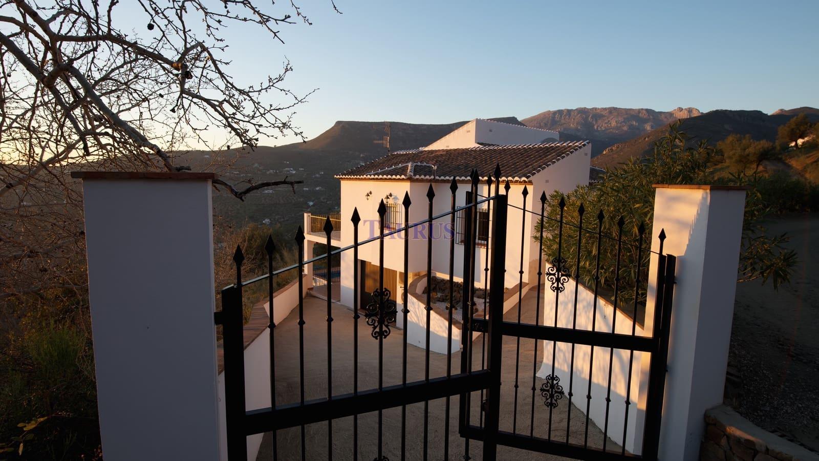 3 bedroom Villa for sale in Alcaucin with pool garage - € 285,000 (Ref: 5005737)