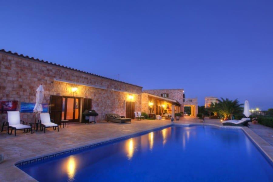 Chalet de 4 habitaciones en Punta Prima en venta con piscina - 8.000.000 € (Ref: 3400615)