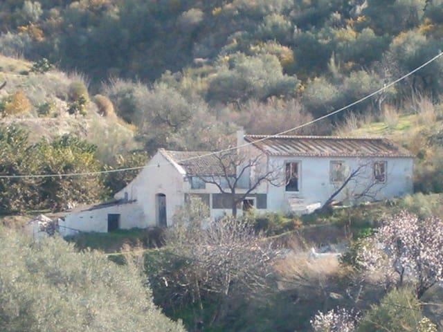 3 bedroom Finca/Country House for sale in La Herradura - € 125,000 (Ref: 5976465)