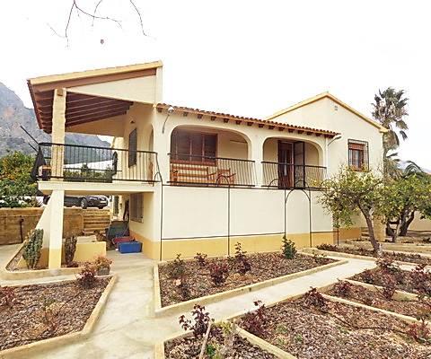 Chalet de 2 habitaciones en Polop en venta con garaje - 372.500 € (Ref: 3851654)