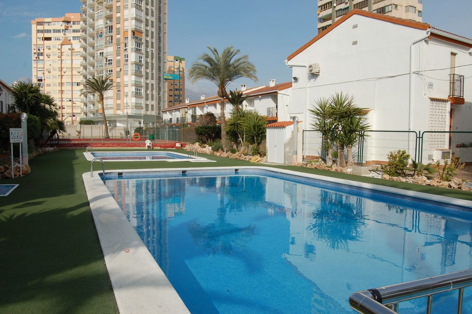 2 bedroom Townhouse for sale in Benidorm with pool - € 130,000 (Ref: 3154246)