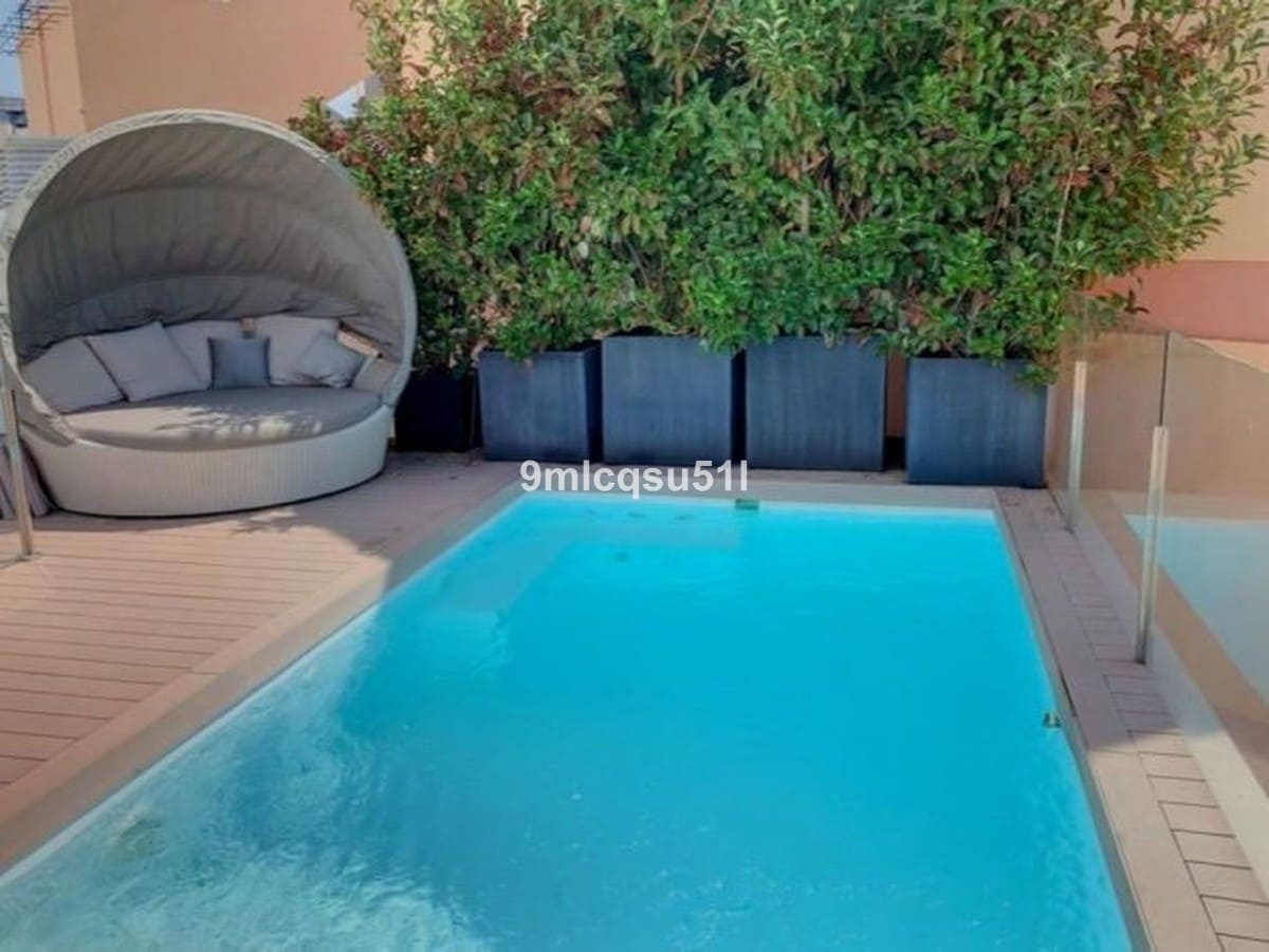 2 bedroom Penthouse for sale in Marbella with pool - € 999,000 (Ref: 5112394)