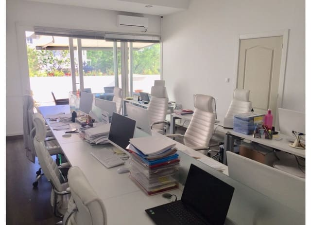 Oficina de 3 habitaciones en Marbella en venta - 500.000 € (Ref: 5742790)