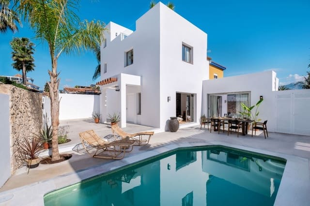 4 soveværelse Semi-Rækkehus til salg i San Pedro de Alcantara med swimmingpool garage - € 1.095.000 (Ref: 5863246)