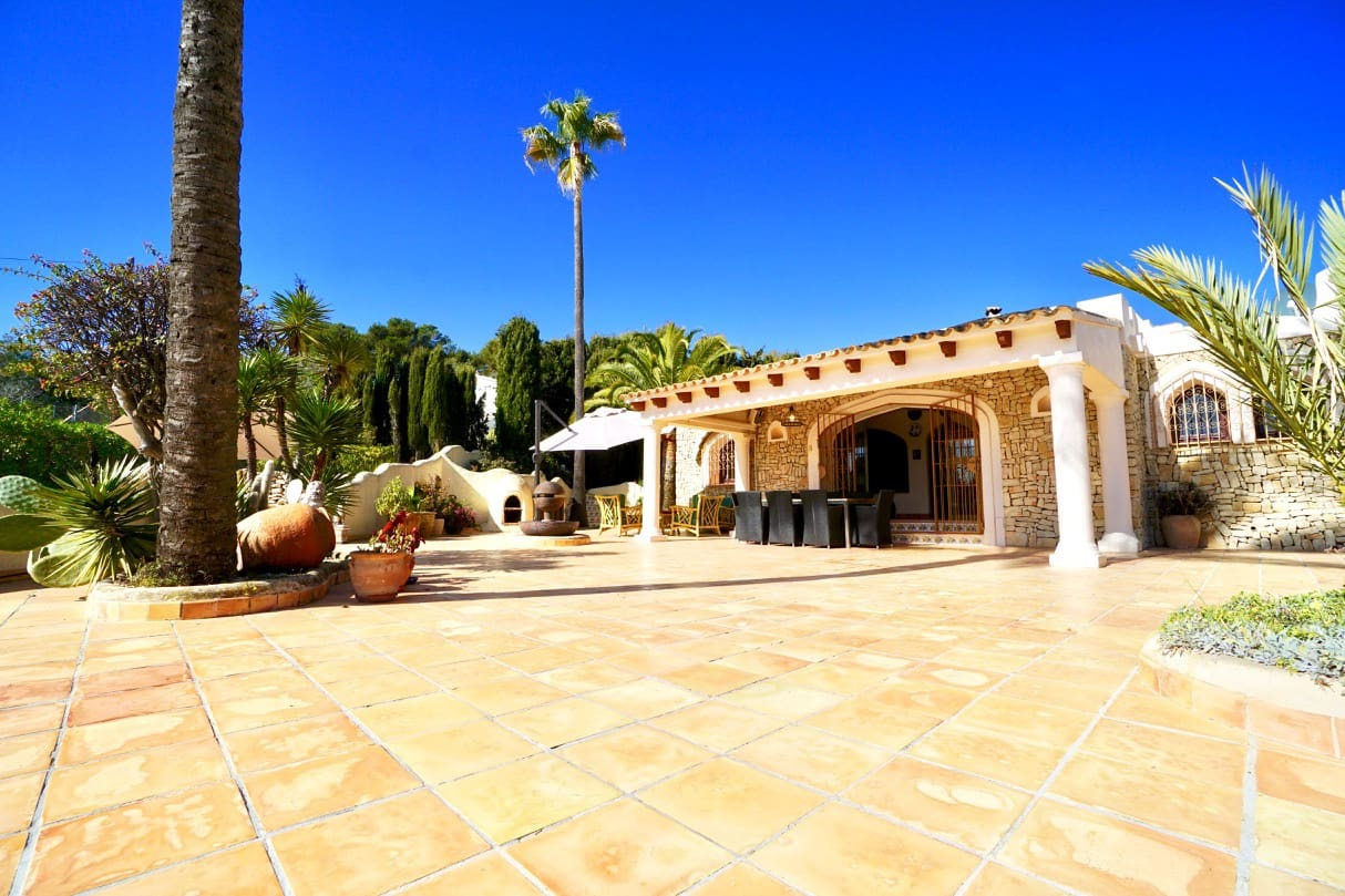4 bedroom Finca/Country House for sale in Teulada with pool - € 650,000 (Ref: 5471038)