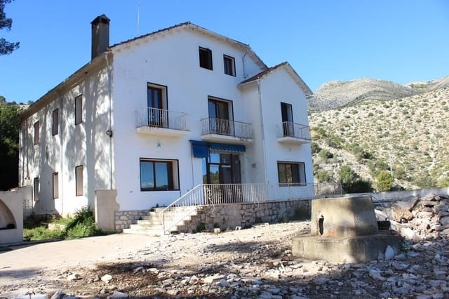 8 bedroom Commercial for sale in Orba with pool garage - € 900,000 (Ref: 5507586)