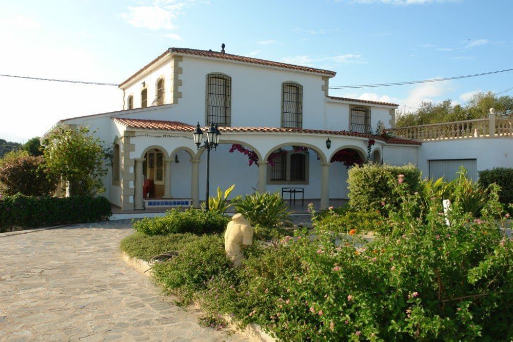 5 bedroom Finca/Country House for sale in Teulada with pool garage - € 645,000 (Ref: 5507680)