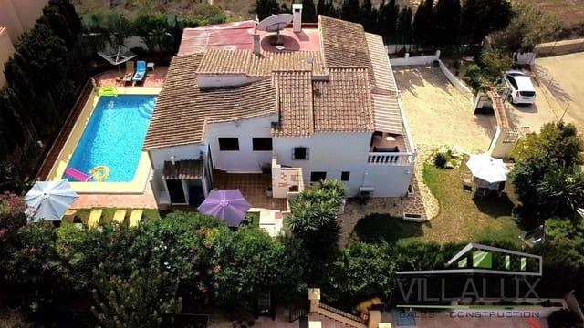 Chalet de 5 habitaciones en Los Cerezos en venta con piscina - 380.000 € (Ref: 5564387)