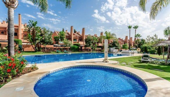 4 soverom Hus til leie i Marbella med svømmebasseng garasje - € 2 200 (Ref: 693322)