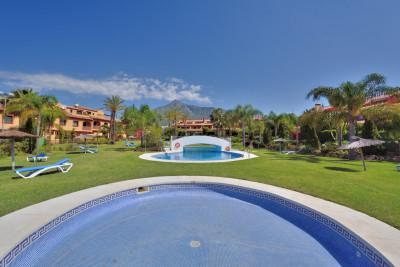 3 sovrum Semi-fristående Villa att hyra i Marbella med pool garage - 2 400 € (Ref: 693348)