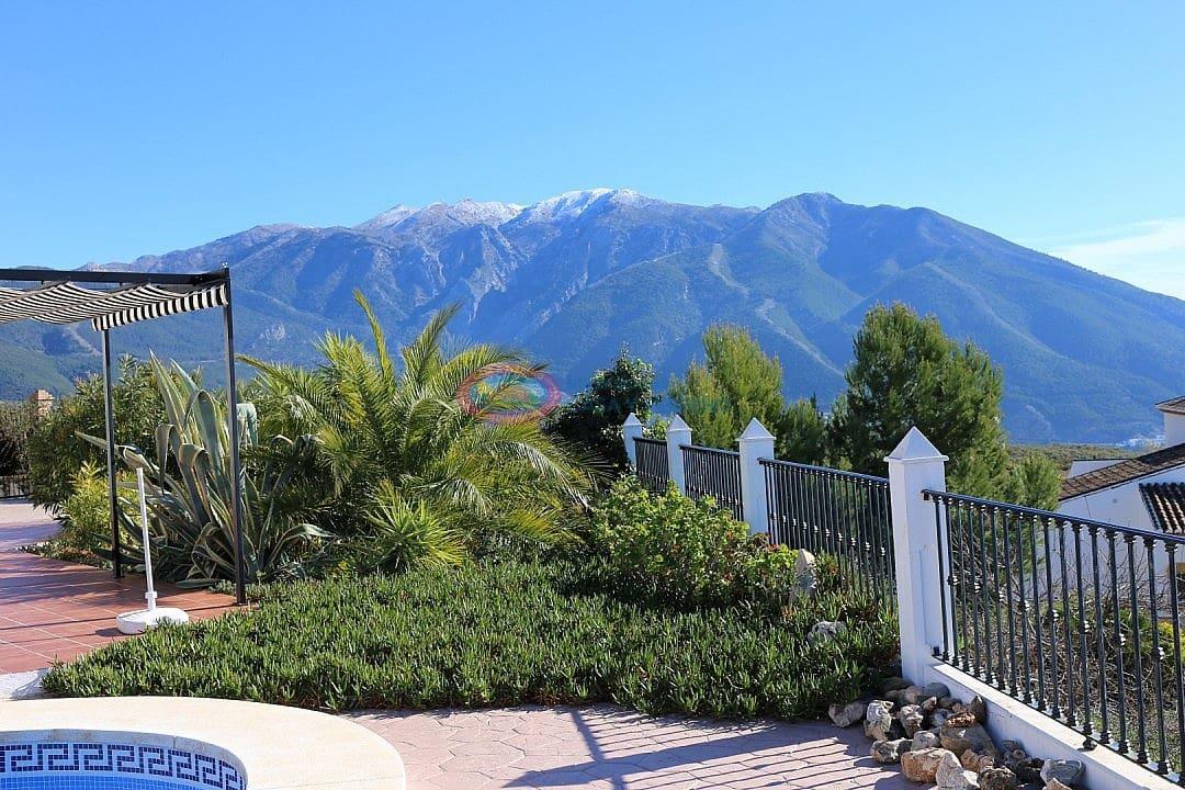 3 bedroom Villa for sale in Alcaucin with pool - € 298,000 (Ref: 4453832)