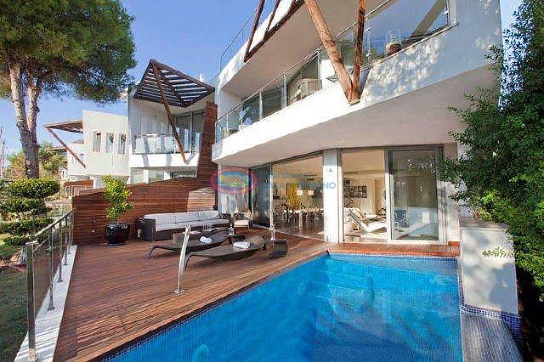 2 bedroom Terraced Villa for sale in Marbella with pool - € 1,380,000 (Ref: 4454324)