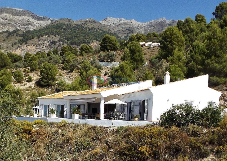 4 bedroom Villa for sale in Canillas de Aceituno with pool - € 775,000 (Ref: 5013792)