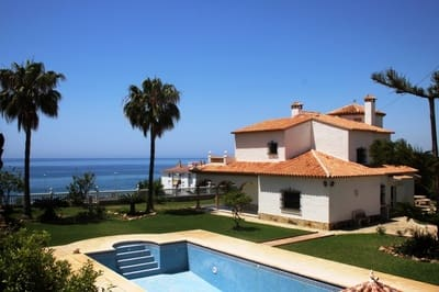 4 bedroom Townhouse for sale in Mezquitilla with pool - € 724,000 (Ref: 3463183)
