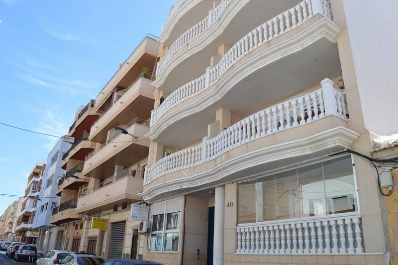 Piso de 2 habitaciones en Torrevieja en venta - 89.000 € (Ref: 3525310)