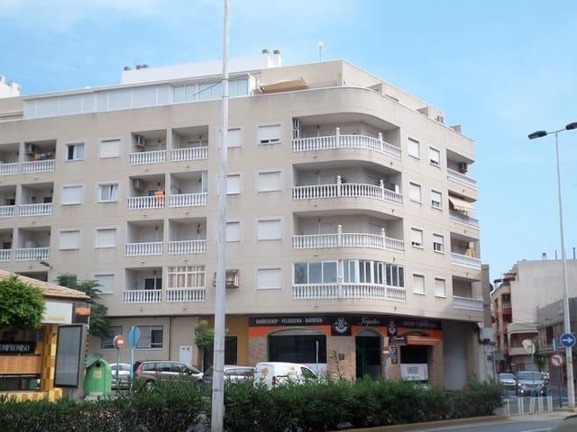 2 makuuhuone Ranta-asunto myytävänä paikassa Torrevieja mukana uima-altaan  autotalli - 89 995 € (Ref: 4140434)