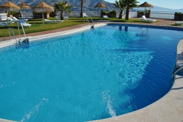 2 bedroom Villa for holiday rental in Almunecar with pool garage - € 295 (Ref: 3095239)