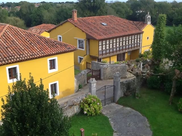 6 bedroom Finca/Country House for sale in Llanes - € 450,000 (Ref: 4742346)