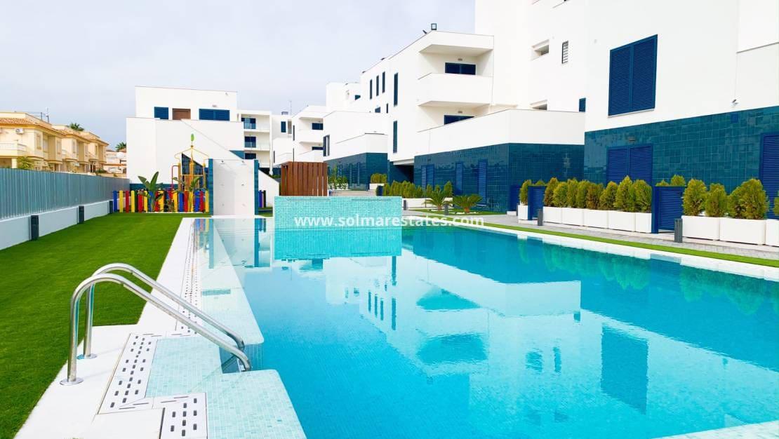 Apartamento de 2 habitaciones en Playa Flamenca en venta con piscina - 150.000 € (Ref: 4950007)