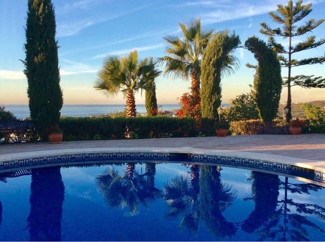 4 sovrum Villa till salu i Torre del Mar med pool garage - 875 000 € (Ref: 3272579)