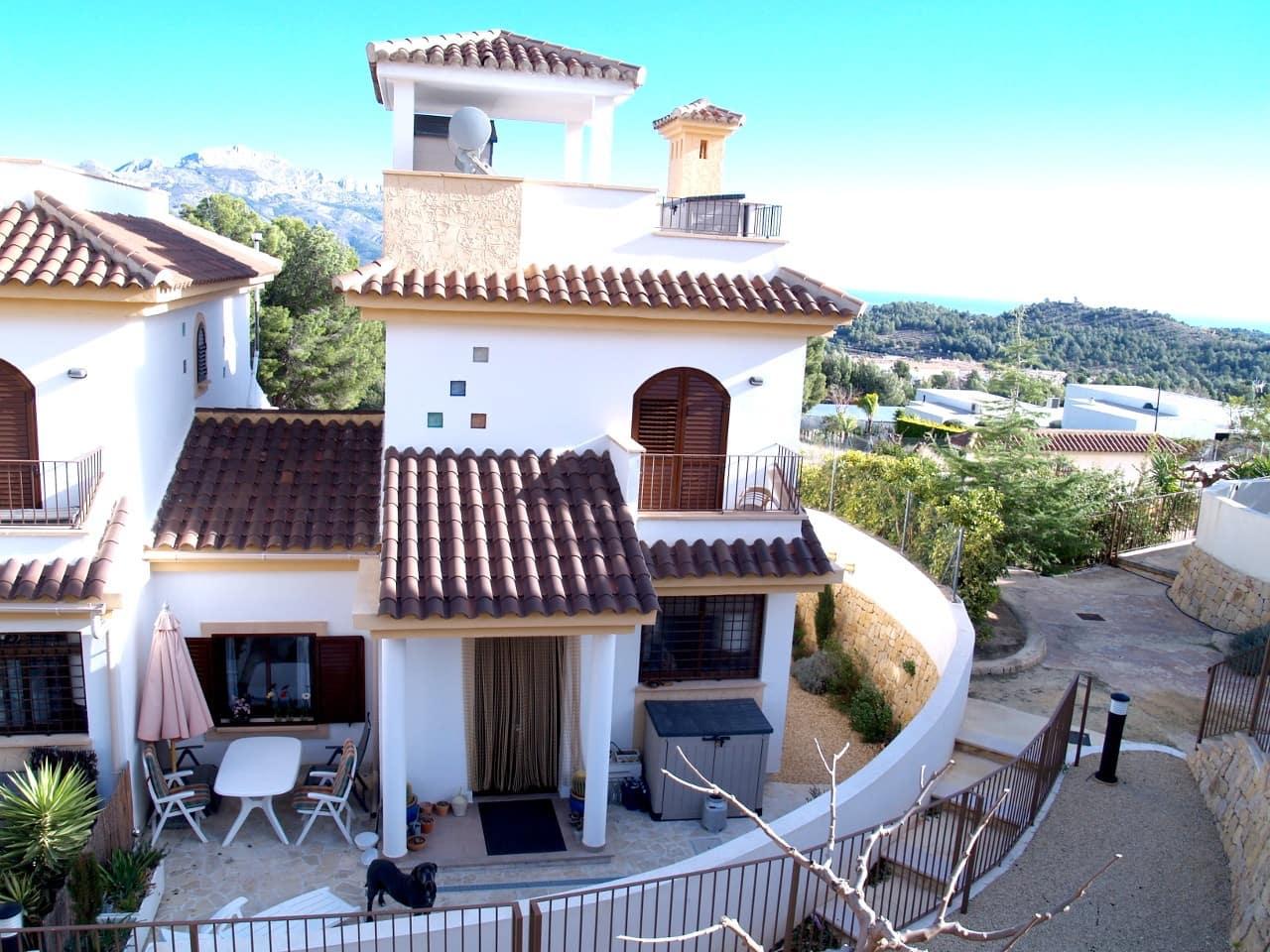 Pareado de 3 habitaciones en Polop en venta con piscina - 245.000 € (Ref: 4148318)
