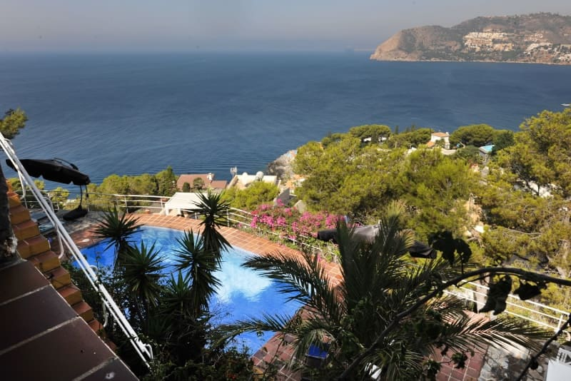 4 bedroom Villa for sale in La Herradura with pool garage - € 1,250,000 (Ref: 4308246)