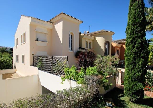4 sypialnia Dom blizniak na sprzedaż w Alhaurin Golf z basenem garażem - 395 000 € (Ref: 4611020)