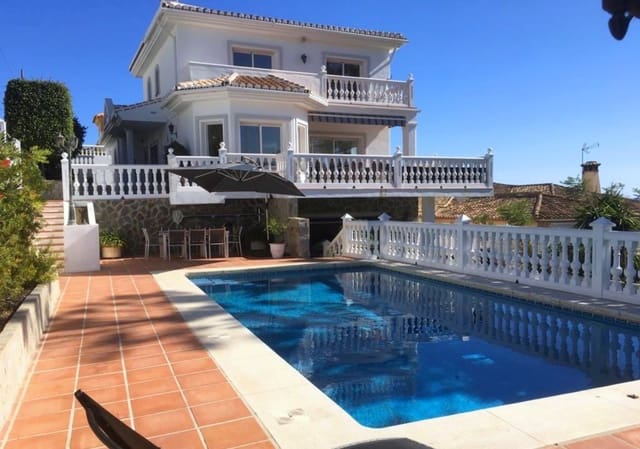 4 bedroom Villa for holiday rental in Mijas Costa with pool - € 2,625 (Ref: 5063242)