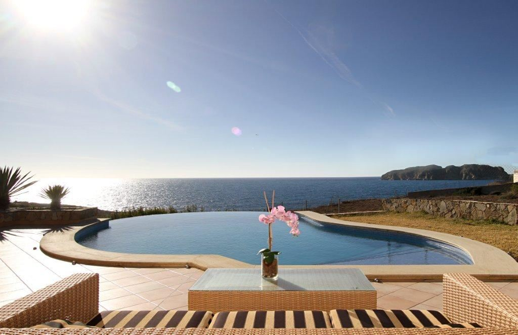 5 slaapkamer Villa te huur in Santa Ponsa met zwembad - € 20.000 (Ref: 2107677)