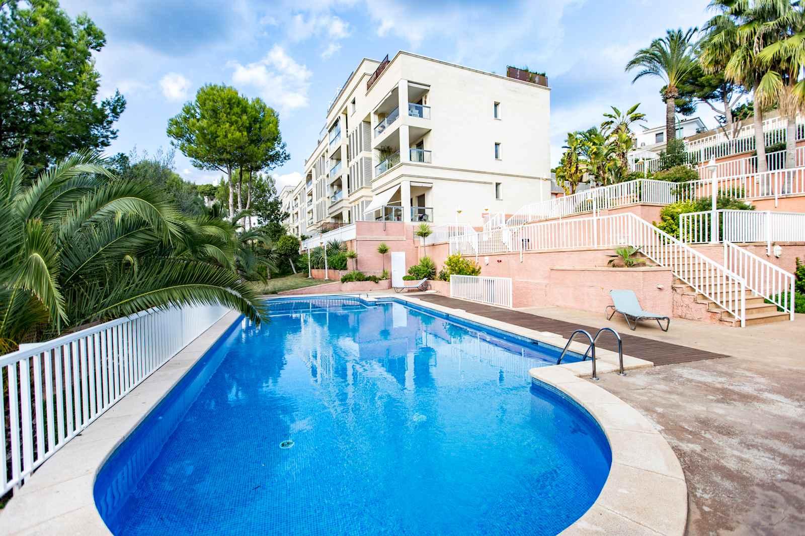 3 soveværelse Penthouse til leje i Palma de Mallorca med swimmingpool - € 1.900 (Ref: 3094705)