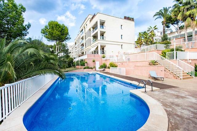 3 slaapkamer Penthouse te huur in Palma de Mallorca met zwembad - € 1.900 (Ref: 3094705)