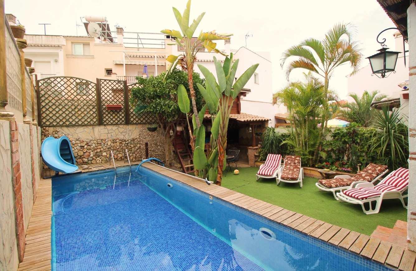 4 bedroom Villa for sale in Nerja with pool - € 379,000 (Ref: 3813785)