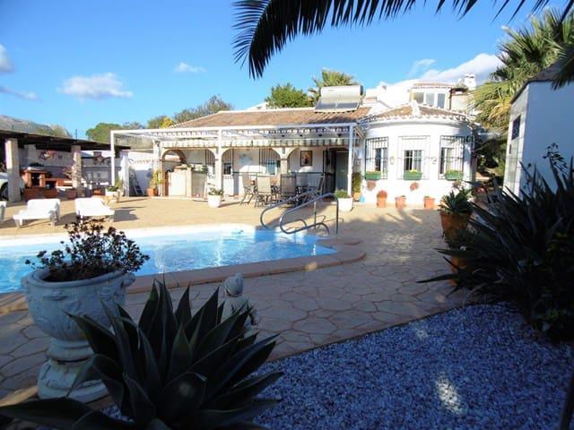 Villa for sale in Alcaucin with pool - € 249,000 (Ref: 5152379)