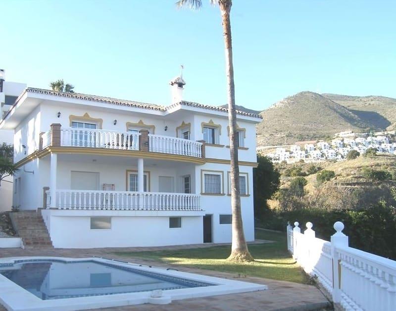 5 bedroom Villa for sale in Benalmadena with pool - € 549,000 (Ref: 4926999)